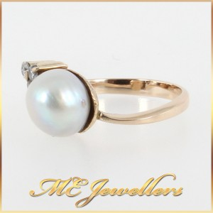 Pearl Ring With Diamonds In 9K Yellow Gold