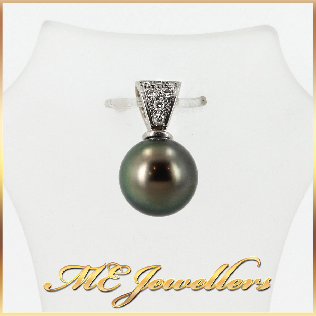1817 Pearl Pendant With Diamond in 18K White Gold 2