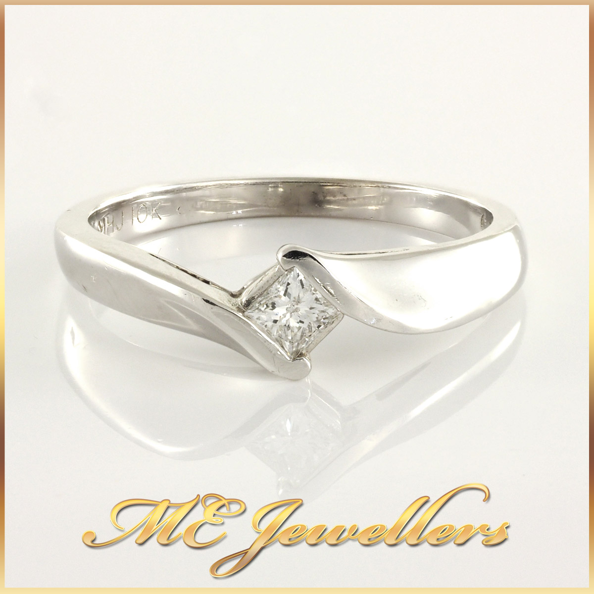 Ladies 18k White Gold Princess cut Ring