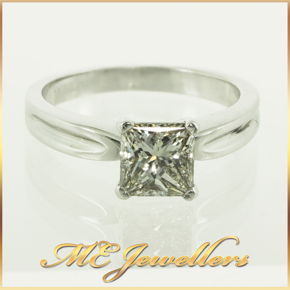287_1-09ct-k-si1-princess-cut-engagement-ring-1-use