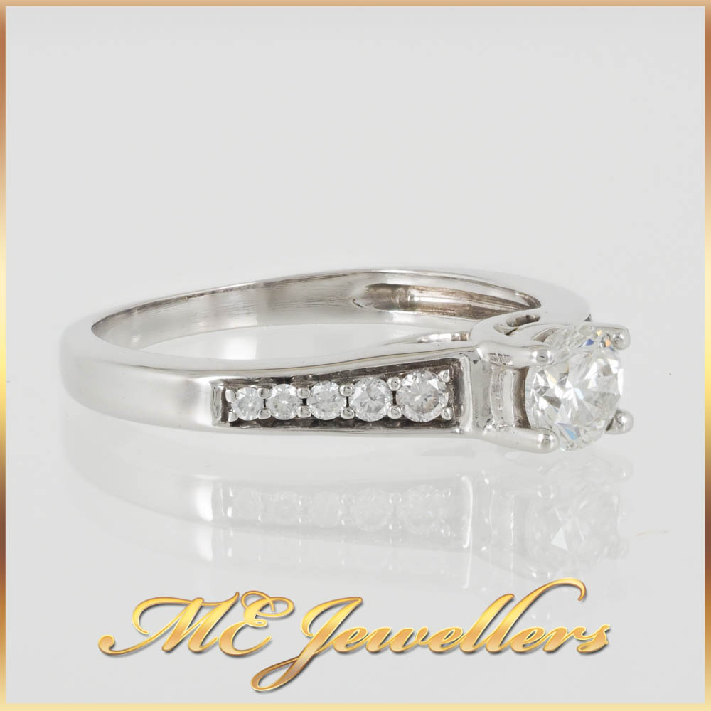 Diamond Solitaire w. Tapered Accents 18K White Gold Ring