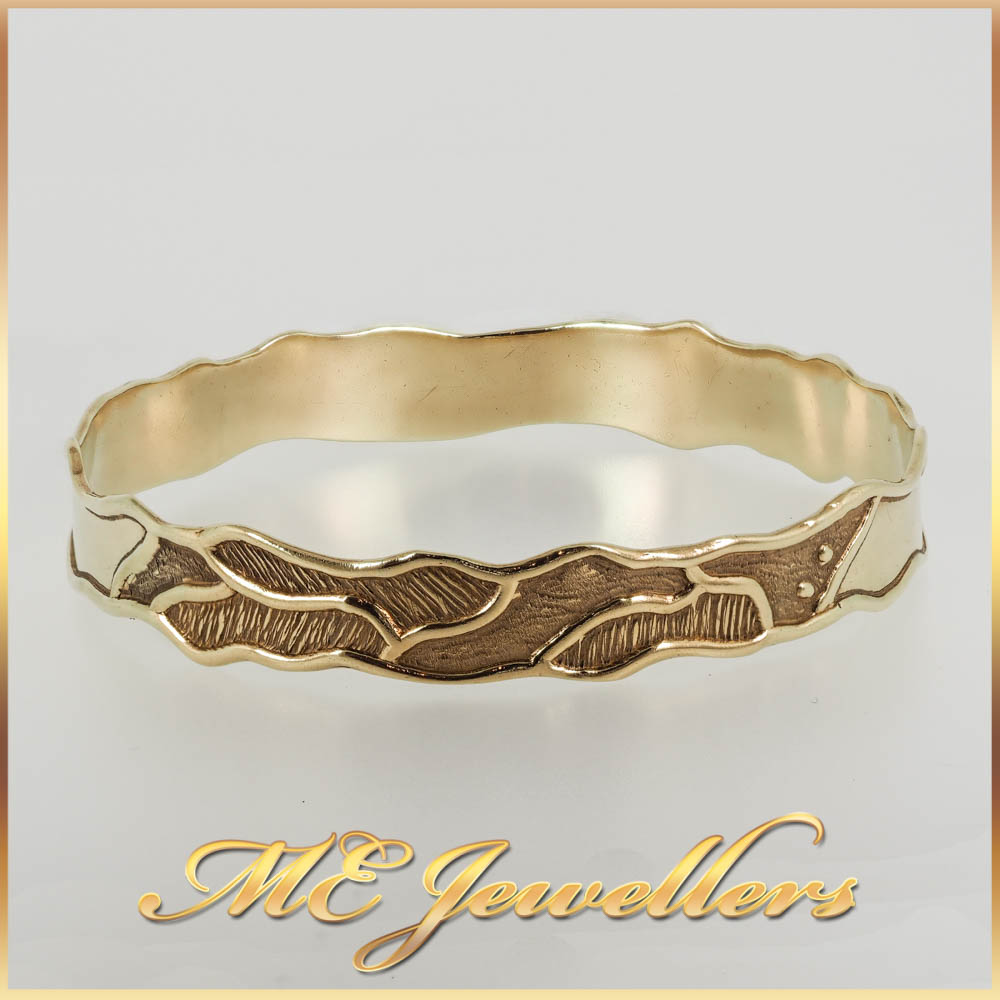 9K Yellow Gold Patterned Bangle