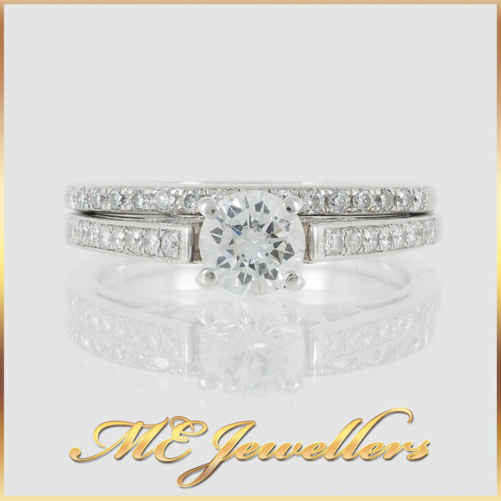 Pavé 18k White Gold Round Solitaire Bridal Set Rings