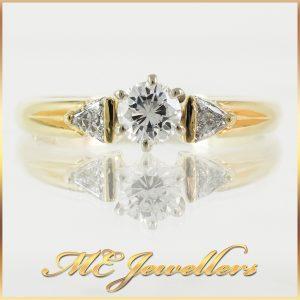 Beautiful 3 Stone 18k Diamond Engagement Ring