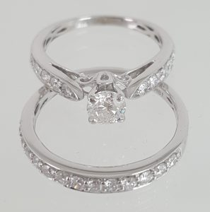 18k White Gold Brilliant Solitaire Diamond Bridal Set