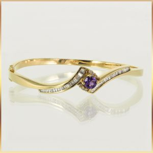 18k Gold Amethyst Ladies Bangle