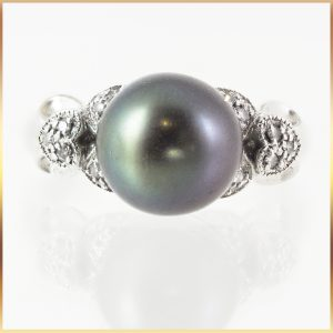 18k Black Pearl Ring