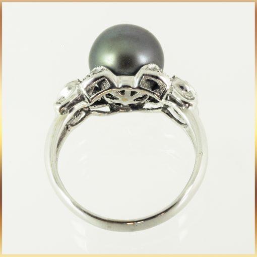 18k Black Pearl Ring