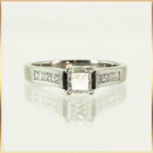 Princess Cut 18k Diamond Engagement Ring
