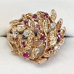 19kt Yellow Gold Diamond and Ruby Ring